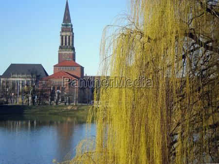 kiel city hall wiosna