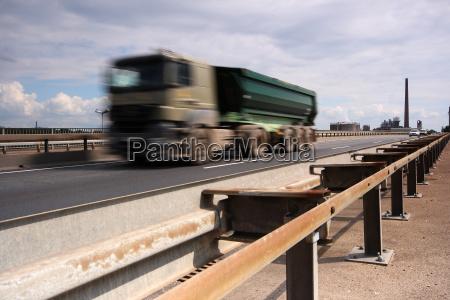 ruch drogowy transport ruch uliczny ciezarowka