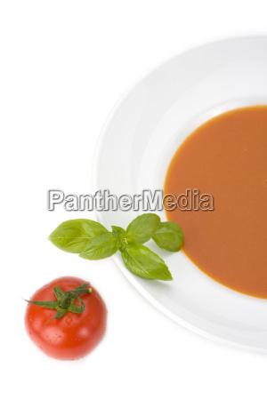 talerz warzywo bazylia zupa pomidorowa zakaska