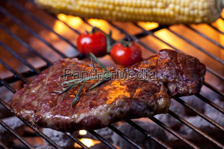 zblizenie na stek z grilla