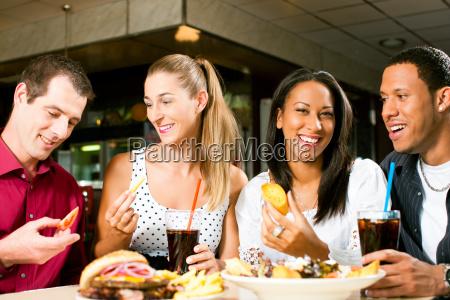 restauracja knajpa kobieta womane baba kobiety