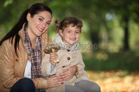 matka i corka gromadzenie grzyb