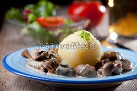 grzyb bawarski schwammerl sos knedel gruda