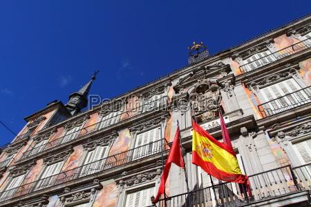 szczegoly na zdobione fasady i balkony