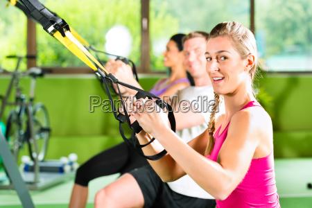 zespol gimnastyczna silownia fitnes fitnessstudio stretchband