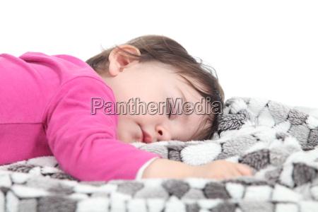dziecko spi na kocu