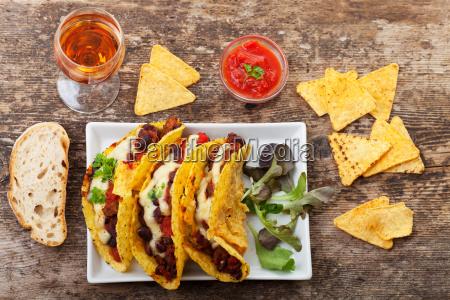 taco z chili con carne