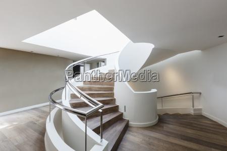 schodek schody w domu architektonicznie wnetrze