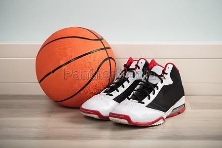 buty sportowe i koszykowka