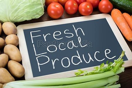 swieze lokalne produce napisane na slate