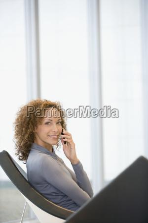 kobieta womane baba rozmowa telefon mowic